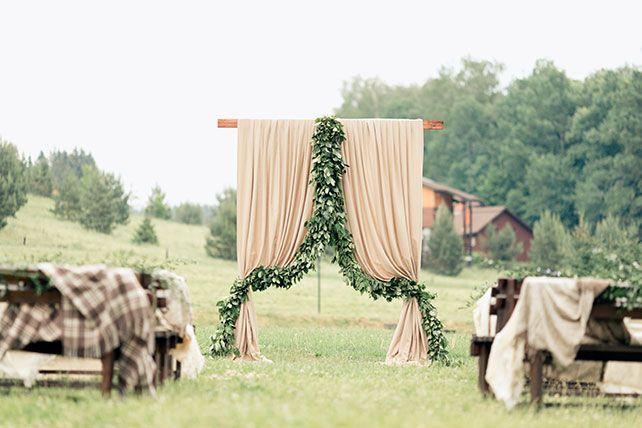 Любовь как кулинарное искусство, декор арки для церемонии тканью и листвой