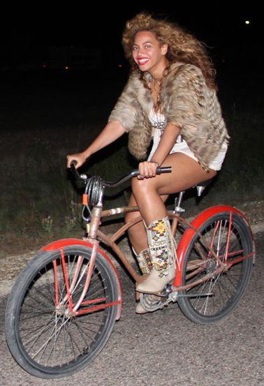 Beyonce à vélo... Lire l'article entier sur : http://www.hollandbikes.com/quand-stars-font-velo.htm