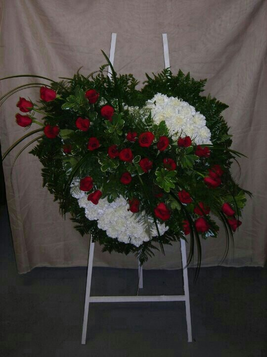 Red Bases For Living Room Decor: 17 Best Images About Easel Pieces- Funeral Arrangements On