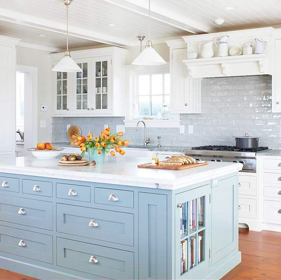 Coastal Style: Hamptons Chic in Pale Blue