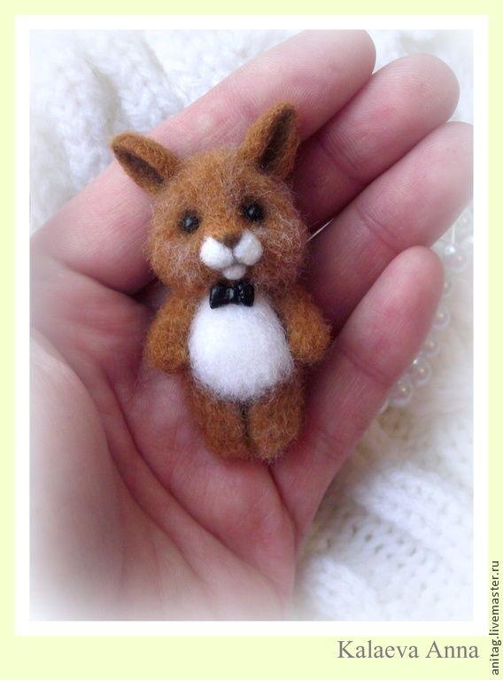 Кролик брошь(зайчик) - зайчик,брошь,брошь ручной работы,брошка,брошь из войлока