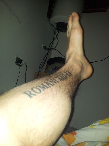 """lorenzorosa1992  #casttattoo  In redazione stanno arrivando tantissime foto di tatuaggi con storie bellissime.  Grazie a tutti e continuate così!  Ecco il tatuaggio di """"lorenzorosa1992"""".  """" Romani XIII-IX è un passo della Bibbia, che recita: """"ama il tuo prossimo come te stesso"""", il tatuaggio si trova sulla tibia della gamba sinistra """"  http://tattoo.codcast.it/"""