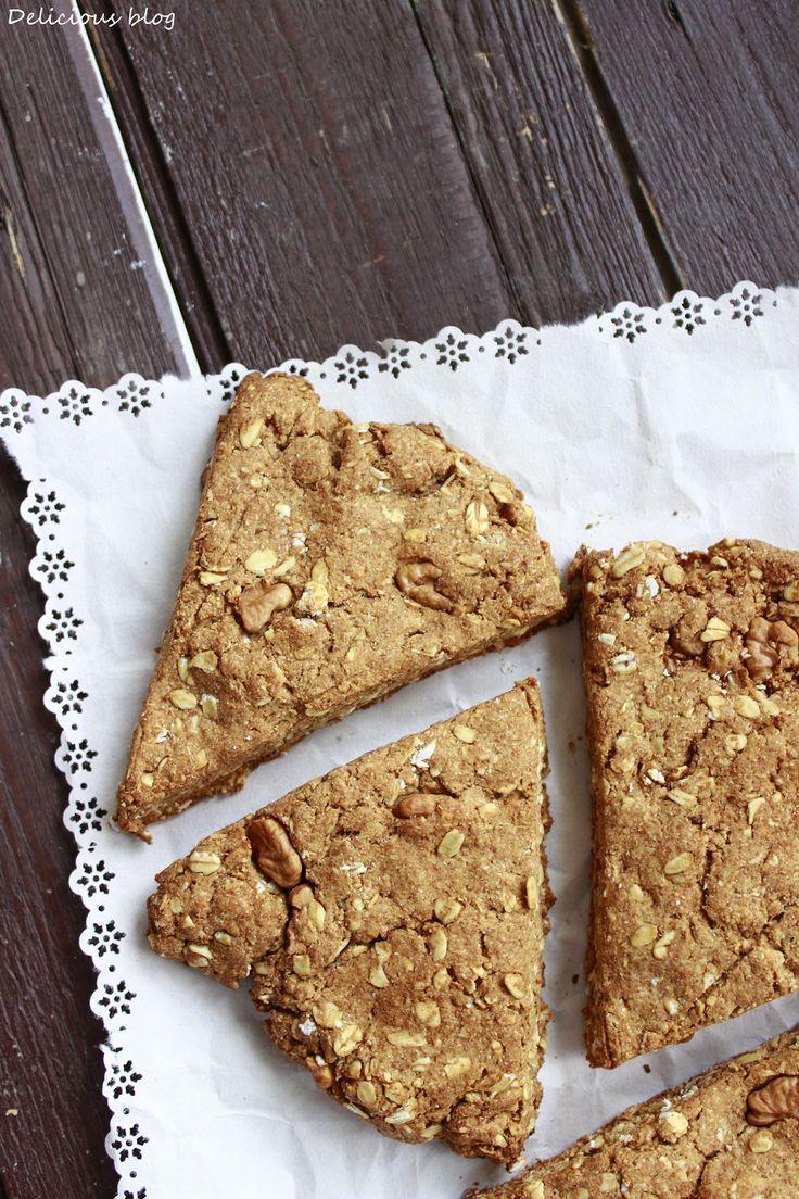 Javorovo-ovosné scones s vlašskými ořechy