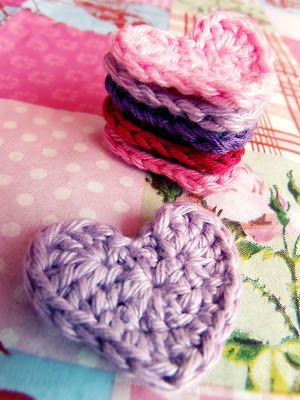 kardiomuffelchen: Lovely Heart Pattern  I just have to crochet some of these:) <3