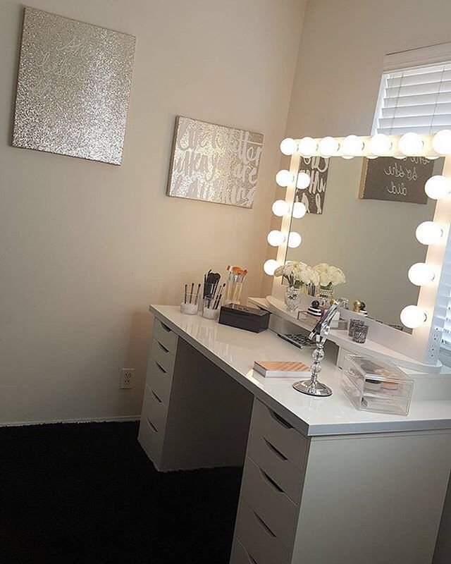 Elegant touches for the most gorgeous vanity space! ✨ @gabba_31, we too could spend hours in front of this beautiful setup, who else?! Features our #ImpressionsVanityIconicXLPro and IKEA's Alex drawers & Linnmon table top