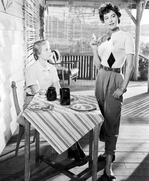 """Грейс Келли, Кларк Гейбл и Ава Гарднер на съемках """"Могамбо"""" (1953)."""