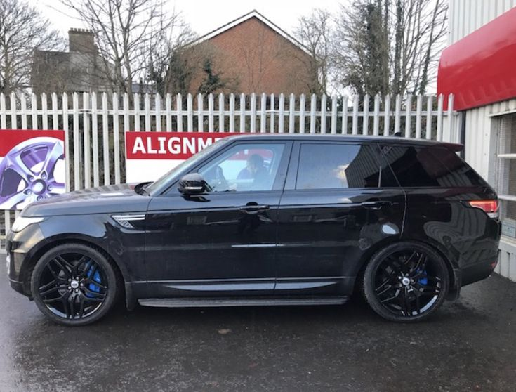 You just gotta appreciate this beast with the rims refurbished in gloss black, hubs painted black and huge 6 piston brake callipers done in blue. Total transformation.  Really should have taken a before shot of this, but hey ho. 028 3834 3724.