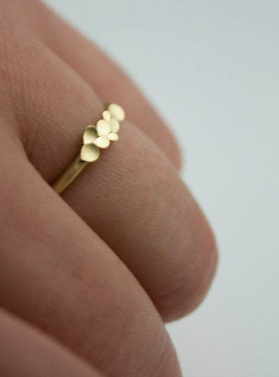 Dahlia 18ct yellow gold ring