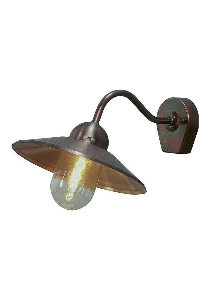 Utomhuslampa - Westal Stallykta. Vägglampa i mörk mässing.