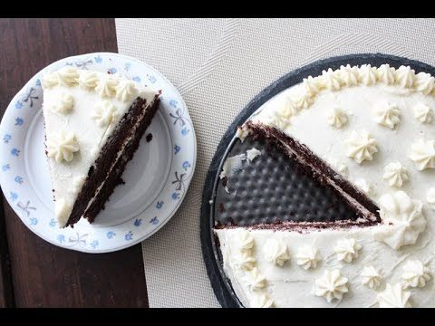 How To Make Two Layer Chocolate Cake With Vanilla Butter Cream - By One ...
