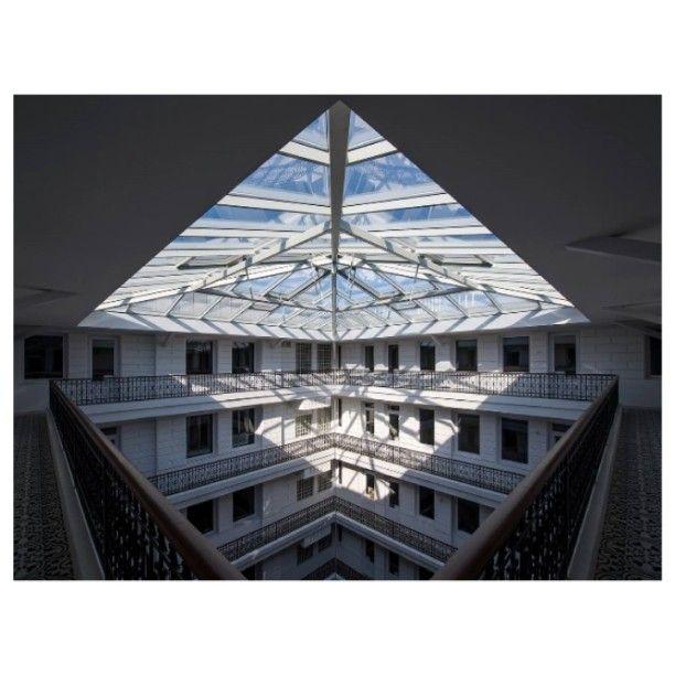 #prestige #prestigehotelbudapest #hotel #besthotel #designhotel #luxury #exclusive #palace #budapest #sunshine #white #glass #roof #elegance #architecture