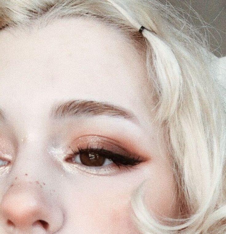 smokey eyes, bold lipstick, and nail art. Beautiful, natural makeup, makeup idea