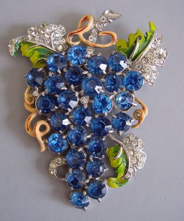 Staret grapes brooch 1940..see my board JEWELRY for other vintage pins..pun intended!