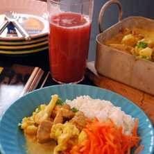 Currykyckling med ris och morotssallad