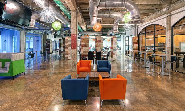Advantages And Disadvantages Of Hot Desking Deep Dive News Open Sourced Workplace Workplace Design Office Space Workplace