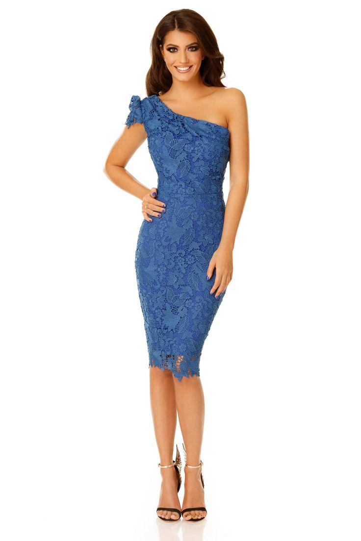 Rochie Sofia Albastra - Rochiile din dantelă rămân mereu în tendințe, indiferent de sezon, datorită aspectului deosebit de romantic și rafinat pe care îl conferă. O rochie midi din dantelă albastră, pe un umăr, așa cum este Sofia, te va plasa în centrul atenției la orice eveniment special. Cu o croială în stil conic, care urmărește fidel linia corpului, și un umăr dezgolit, rochia midi elegantă poate fi purtată atât la petreceri de cocktail, cât și la nunți sau petreceri aniversare.…