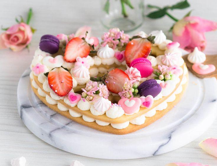 Biscuit Cake eli Keksikakku Ystävälle on kaunis ja herkullinen, ja ennen kaikkea helppo valmistaa. Pohja tehdään sokerikekseistä ja täyte kermasta!