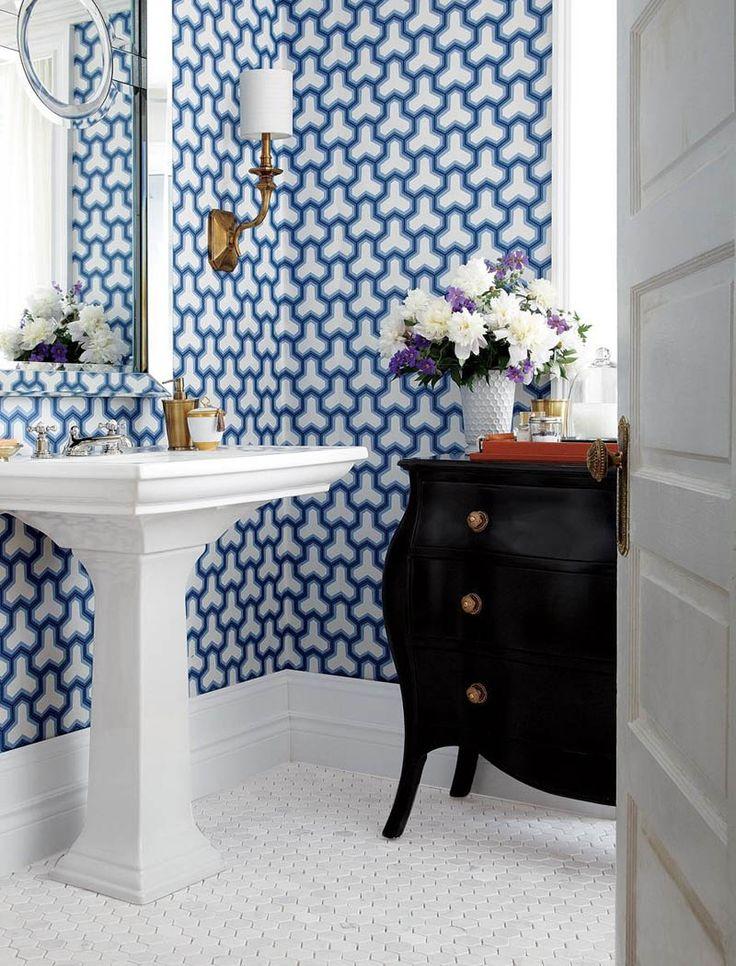 Tapetul în baie este o opțiune foarte bună dacă la următoarea renovare te gândești să renunți la faianță.