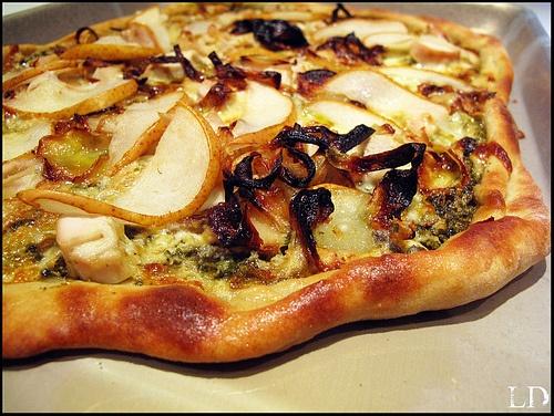 Gorgonzola Pear Pizza: pizza