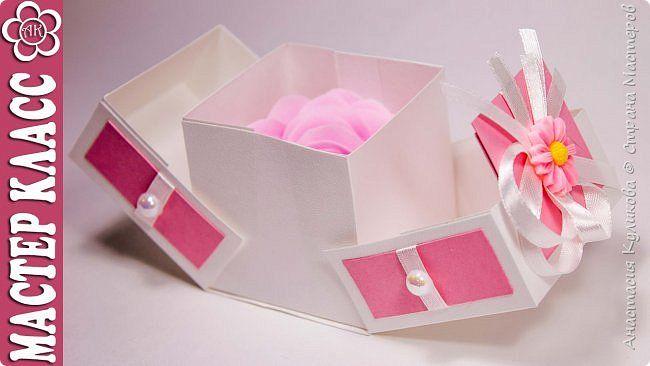 Всем привет! Меня зовут Настя и в этом видео я покажу как сделать красивую оригинальную коробочку для маленького подарка своими руками. Даже небольшой сувенир на Новый Год, день рождения, 8 марта и др. праздники будет намного интереснее выглядеть в такой упаковке.