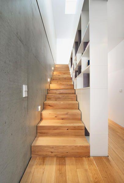 Die Gleichung Doppelhaus Gleich Spießig Geht Bei Diesem Gebäude Nicht Auf:  Zwei Individualisten Wand An