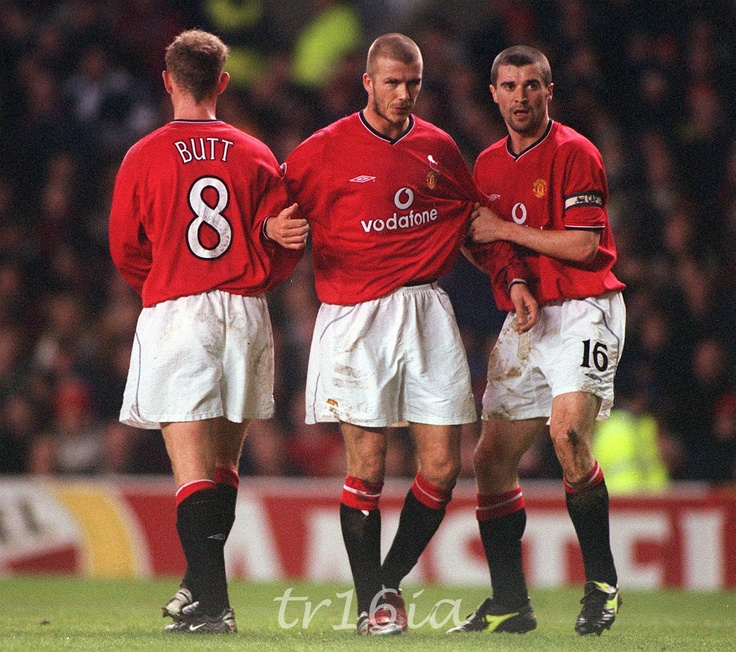 Photo of the Day:  February 20 2001,  Manchester United 1 - 1 Valencia, Champions League Phase 2, Match 4, Andy Cole on the scoresheet for the Reds, Wes Brown with an own goal.  Pictured:  Roy Keane organises the wall for a Valencia free kick.