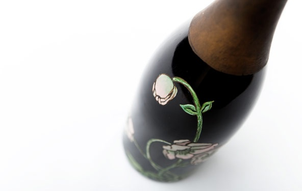 Perrier-Jouët draws its artistic origins from the Art Nouveau movement, which seeks its inspiration from nature just as many modern designers do. Please Drink Responsibly