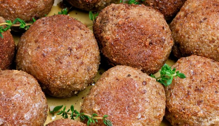 Limburgse gehaktballen met mosterdmayonaise - gebruik roomboter om in te bakken