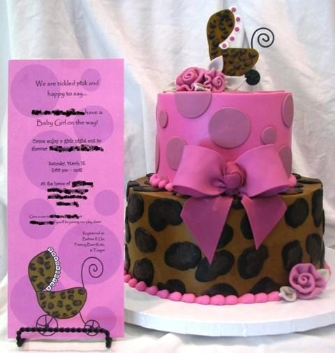 http://media.cakecentral.com/modules/coppermine/albums/userpics/68189/600-Leopard_cake_with_invite.JPG