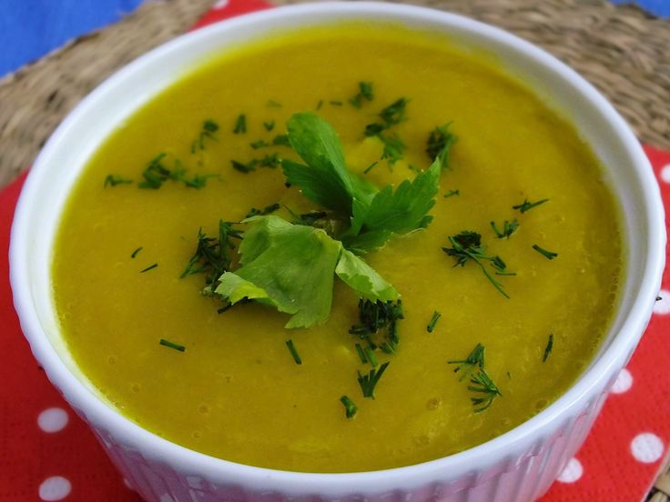 Bardzo aromatyczna i sycąca zupka, nie wymagająca specjalnych starań, a jaka pyszna :)