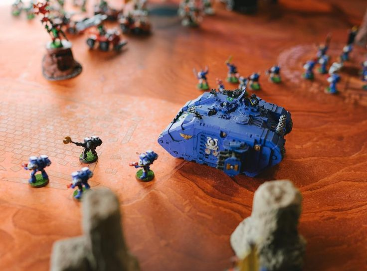 Ultramarines prepare to defend #wh40k #warhammer #tabletop #game #warhammer40000 #miniatures #wargaming #narrative  #gamemats #battlemats
