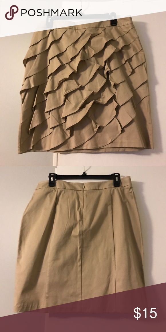 New York & Co tan pencil skirt Worn a few times, needs to be ironed. New York & Company Skirts Pencil