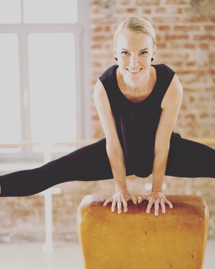 Because we are happy   @youpila.company  ____________________________________  #team #vibes #spirit #copycats are #fuel for #us #youpilacompany #düsseldorf #hamburg #barreworkout #pilates #fitgirls #fitfam #urban #cool #original #professionals #strong #tough #workout #healthy #lifestyle #sofly #corneliadingendorf @cza_cat