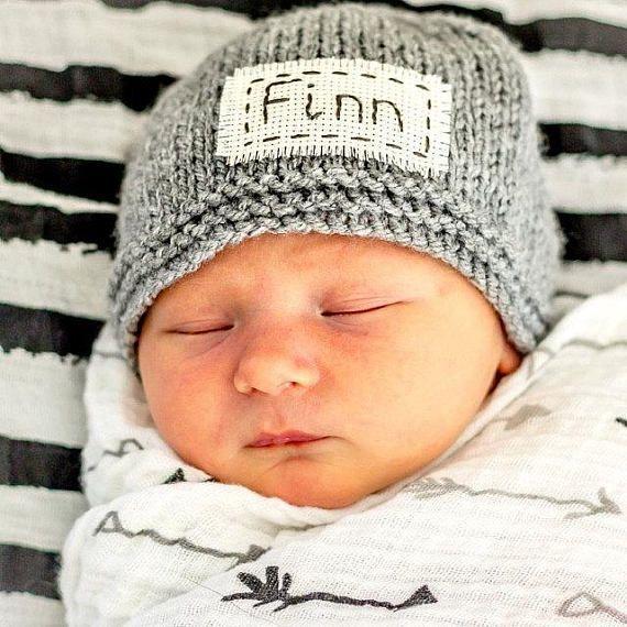 Personalisierte Neugeborenen Hut Neugeborenen Namen Hutneugeborenen Monogramm # Herren-Outfits # Herren # …   – Baby