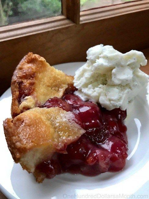 Easy Cherry Cobbler Rezept mit Kirschkuchenfüllung in Dosen