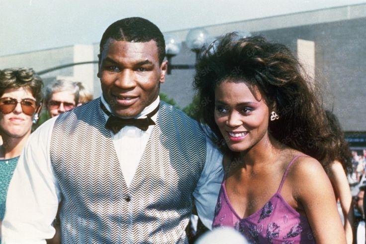 Mike Tyson Trouve Sa Femme Robin Givens | Fans Share