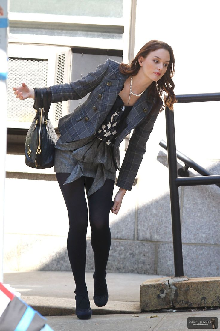Omg and there's a cute blazer. Blair Waldorf's style is amazing!