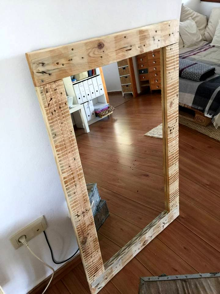 upcycled pallet rustic mirror