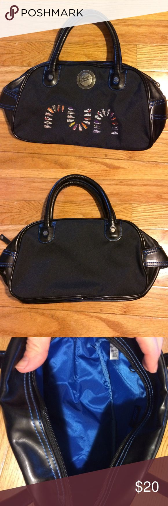 NIKE purse NWOT cute black purse for those runners out there! About 9 inches across the side that says run 6 inches top to bottom and 5 inches across bottom. It also has a zippered pocket inside 💕Smoke free home. Bundle to save more! Nike Bags Mini Bags
