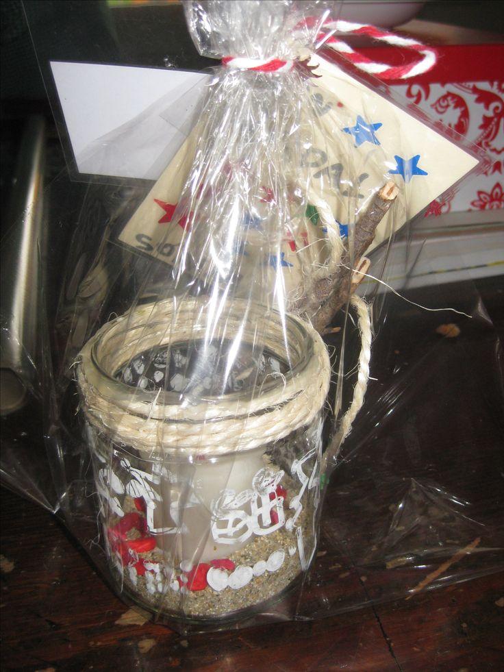 Espelmatoria: Pot de vidre decorat amb retolador blanc per vidre. Corda rústica