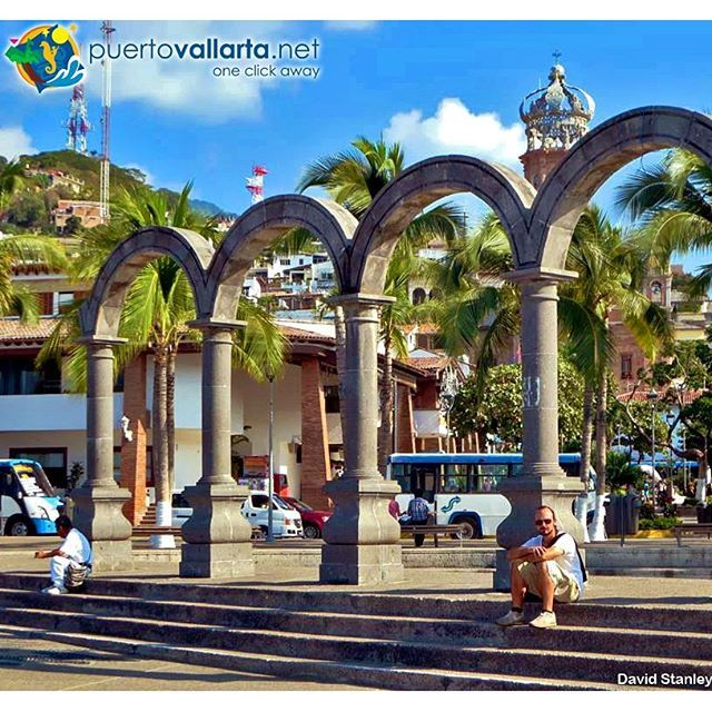 Los Arcos en Aquiles Serdán Centro de Puerto Vallarta / Downtown PV www.puertovallarta.net Photo/Foto: David Stanley #puertovallarta #vallarta #jalisco #mexico #malecon #maleconpuertovallarta #paradise #vacation #travel