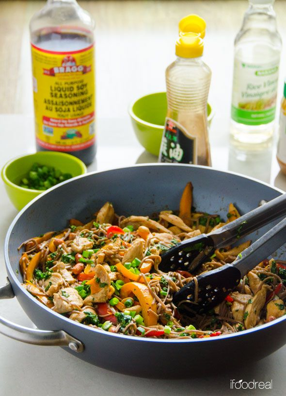 Quick and Healthy Peanut Chicken Soba Noodles -- Delicious 30 minute dinner idea your husband and kids will actually eat.