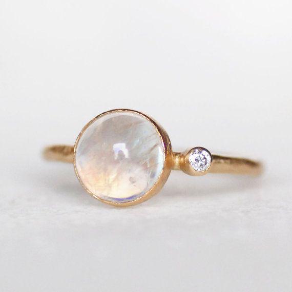 Piedra de luna y anillo de diamante anillo oro y por LilianGinebra
