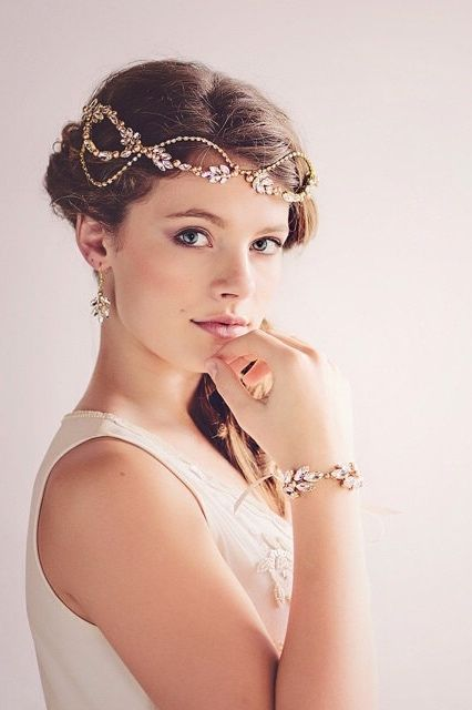 The Dasiy couture vintage headpiece from Gade Gaard Design is inspired by the opulence of The Great Gatsby. (Photo: Tina Liv ) If you're planning a Gatsby style soiree, you'll love this chic and glam Gatsby-inspired wedding here.