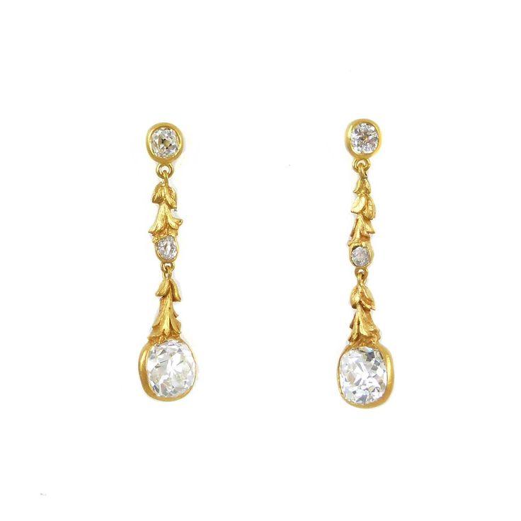 - Paar antieke kussen geslepen diamant en gouden hanger oorbellen, ca. 1895,