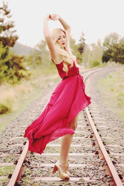 stunning!Pretty Dresses, Summer Dresses, Train Tracks, Red Dresses, Railroad Lady, Training Track, The Dresses, Track Romances, Railroad Track