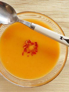 Sárgarépa-krémleves. Hát mit lehet erről mondani? A-vitamin, meg melegít a gyömbérrel és a chilivel, mindjárt jön az új, ne együk a nitrát...