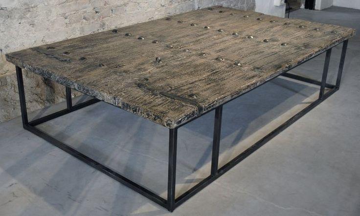 Industriële salontafel | 300 jaar oude deur met stalen frame