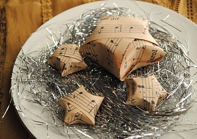 Cute tutorial to make these stars just like the one's in the Pottery Barn Holiday Catalog.