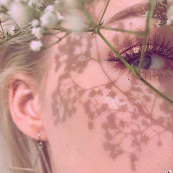 """@ecumederose on Instagram: """"Fleurs de glace,  Qui vont prendre ta place,  Dans son coeur plein de traces,  Qui est de plus en plus las, ° Souffles de givre,  Qui l'ont…"""""""